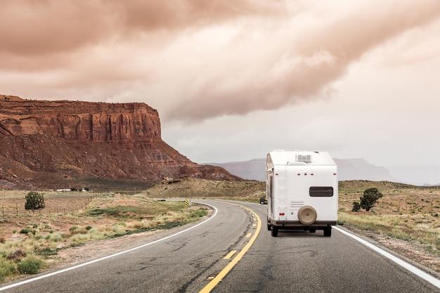Autostrada con camper negli stati uniti