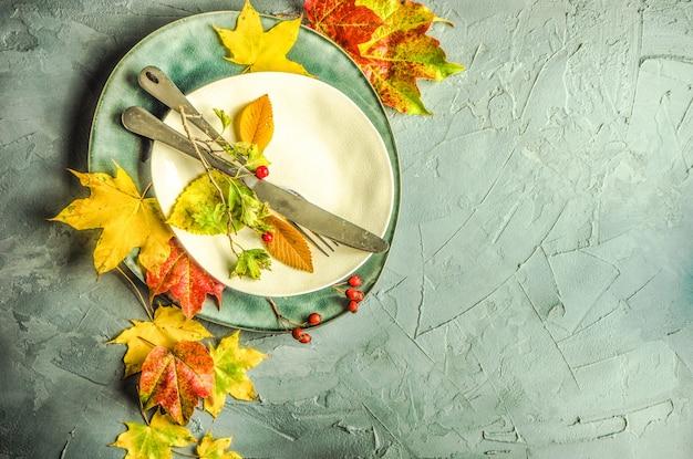 Autunnale con foglie gialle