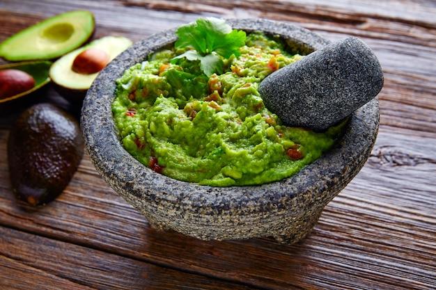 Avocado guacamole su molcajete vero messicano