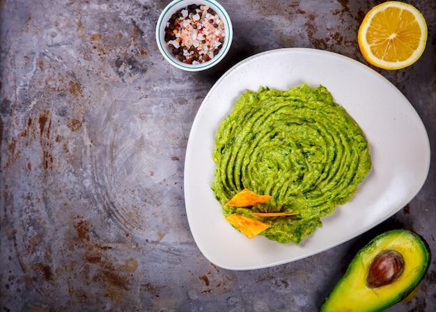 Avocado, vegetable.guacamole è una salsa tradizionale messicana