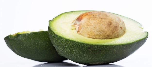 Avocado verde fresco