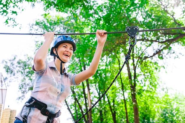 Avventura arrampicata parco ad alta fune