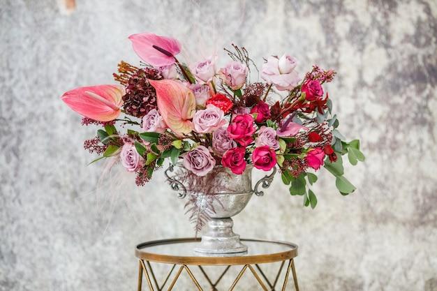 Avvicinamento. bellissimo bouquet di fiori freschi.