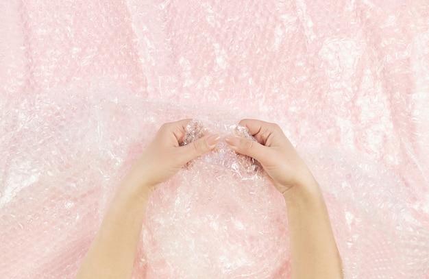 Avvolgimento a mano da donna con chiusura a scatto e antistress bubble wrap