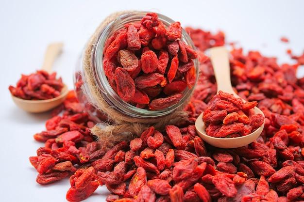 Bacche rosse secche di goji per una dieta sana