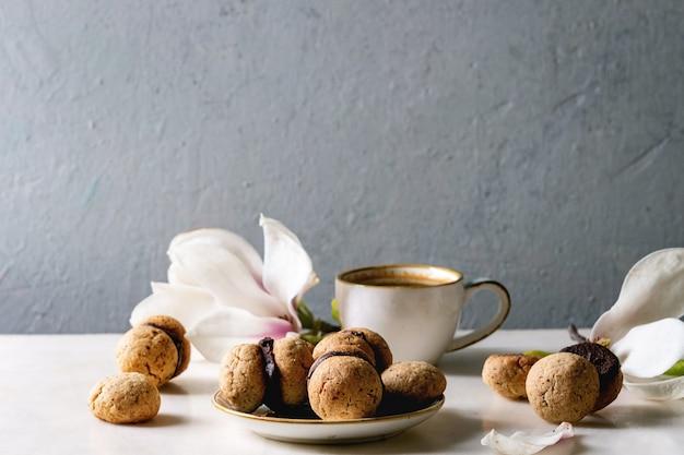 Baci di dama biscotti alle nocciole