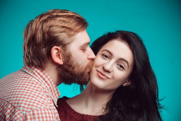 Baciare del giovane e della donna