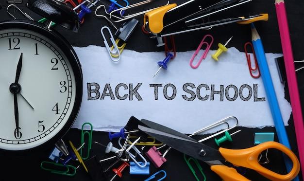 Back to school tex. carta strappata e sveglia