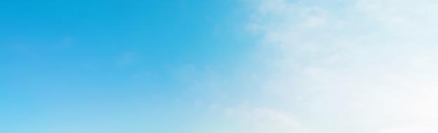 Backgound della bandiera del cielo blu di estate