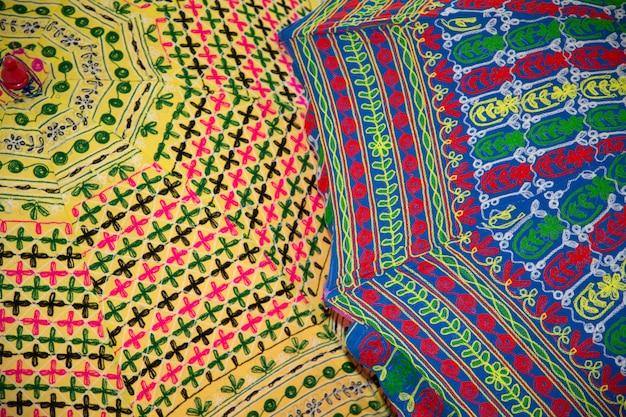 Backgrounf della carta da parati colorato con l'ombrello variopinto