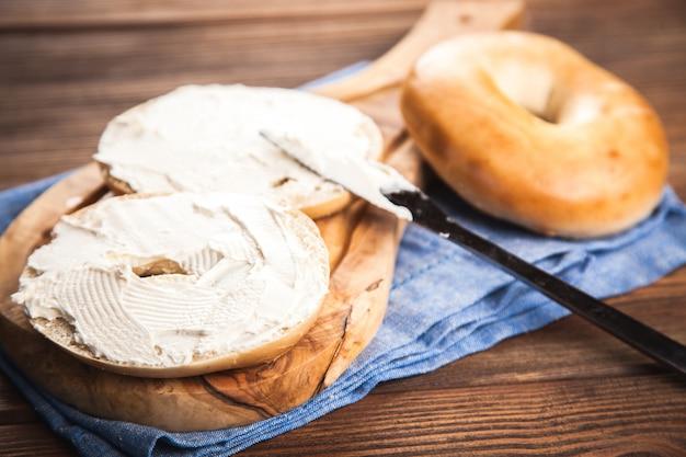 Bagel con crema di formaggio