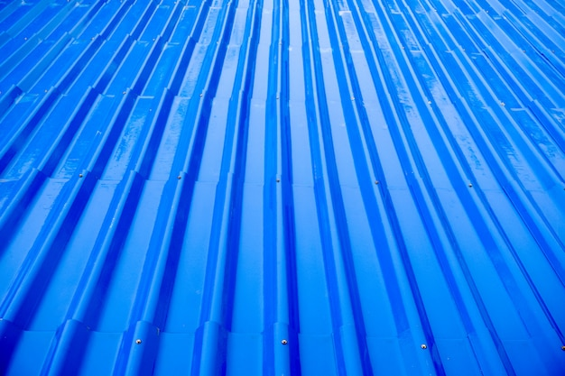 Bagni le mattonelle di tetto blu dalla pioggia per fondo