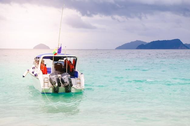 Baia di vacanza esotica oceano ricorso