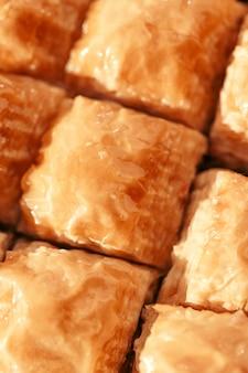 Baklava turca del dessert sulla tavola di legno
