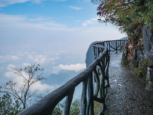 Balcone del passaggio pedonale sul cilff della montagna di tianmen