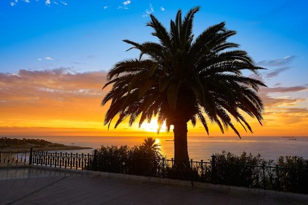Balcone di tarragona di europa ad alba in spagna