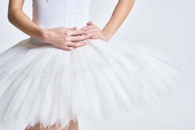 Ballerina bianca tutu danza esercizio performance leggera. foto di alta qualità