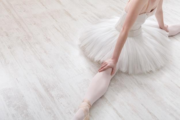 Ballerina classica nel raccolto diviso