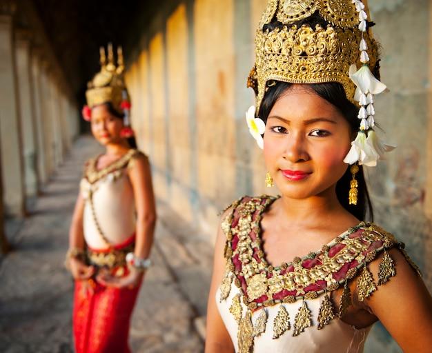 Ballerini di aspara ad angkor wat, siem reap, cambogia