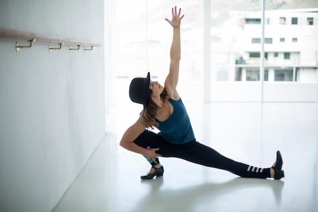 Ballerino che pratica la danza