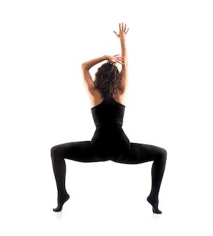 Ballerino di balletto della ragazza su fondo bianco isolato