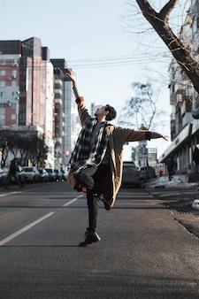 Ballerino di balletto esibendosi in strada