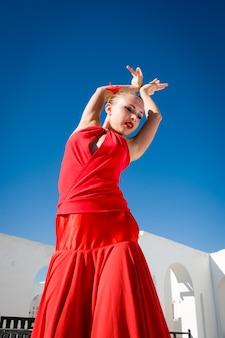 Ballerino di flamenco in rosso