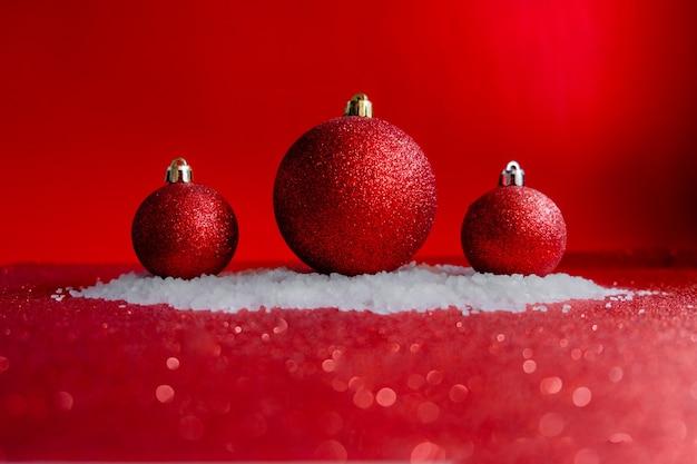 Balls on the snow, decorazioni natalizie