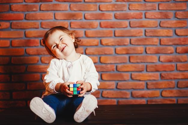 Bambina a casa