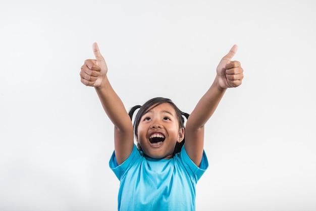 Bambina che agisce successo in studio girato