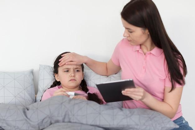 Bambina che ha la febbre
