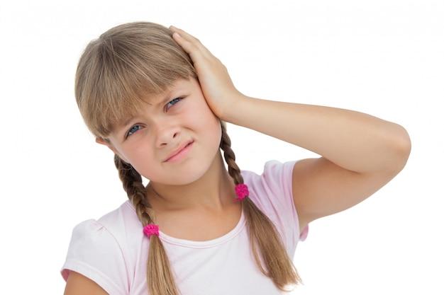 Bambina che soffre di mal d'orecchi