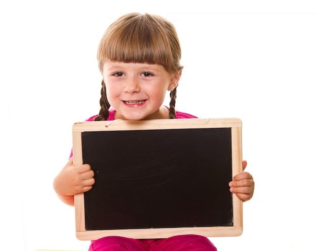 Bambina che tiene bordo nero