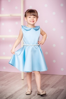Bambina in abito da principessa
