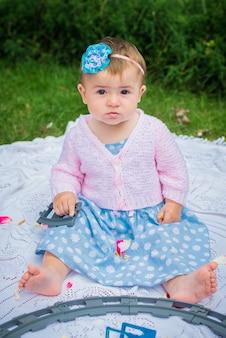 Bambina nel giardino