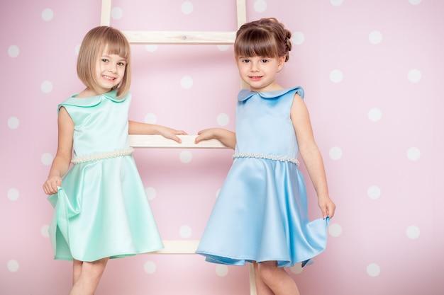Bambine vestite di principessa