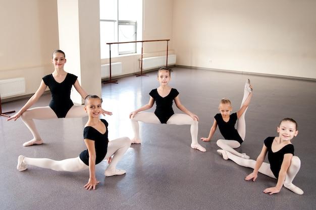 Bambini, coreografia, danza classica, danza, ragazze, stretching, esercizio