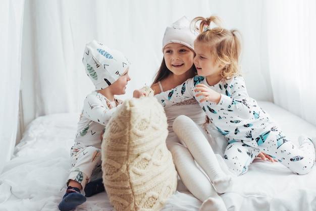 Bambini in pigiama