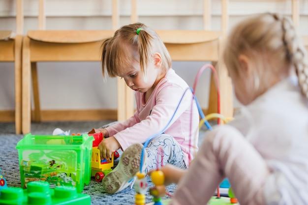Bambini nel gioco prescolare