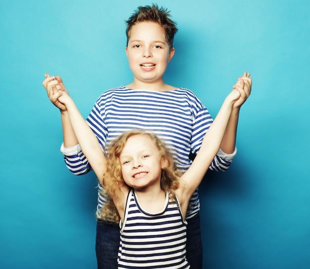 Bambini - sorella e fratello