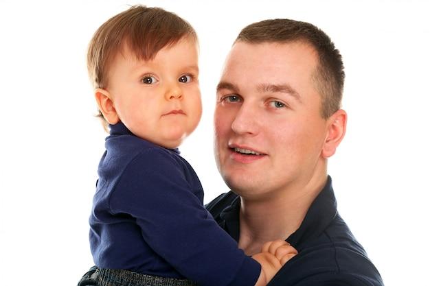 Bambino carino con suo padre su bianco