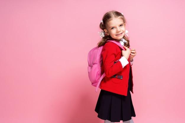Bambino con zainetto. ragazza con la borsa di scuola