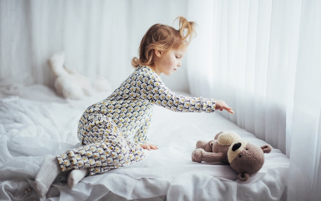 Bambino in pigiama