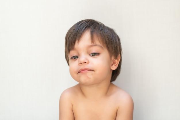 Bambino sveglio del neonato - indifferente