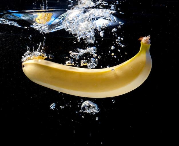 Banana in acqua