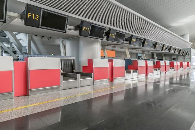 Banco per il check-in del bagaglio aeroportuale