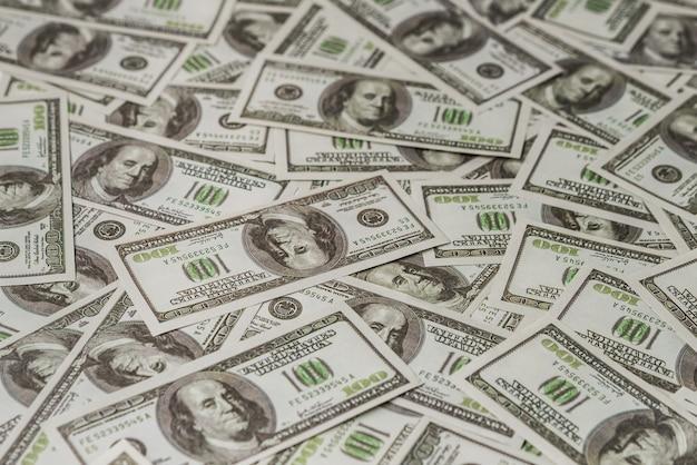 Banconota americana da cento dollari di carta.