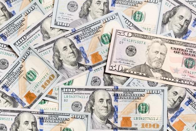 Banconota da 10 dollari sulle banconote in dollari vista dall'alto del business con copyspace