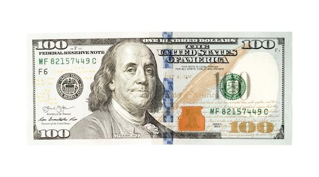 Banconota da cento dollari americani su bianco.