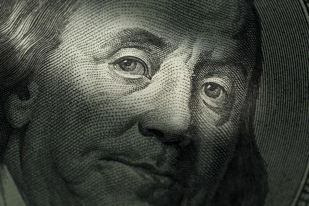 Banconota da cento dollari - benjamin franklin. messa a fuoco selettiva